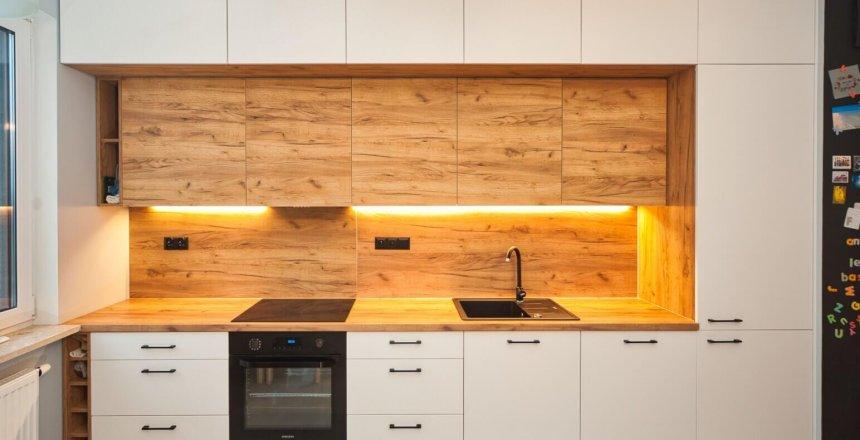 Kuchnia na wymiar biel i drewno (4)