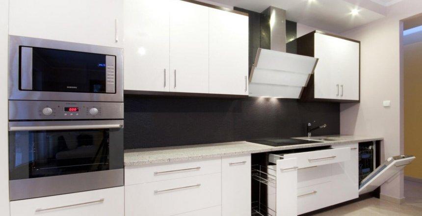kuchnia-na-wymiar-biala-czarny-matowy-panel-4