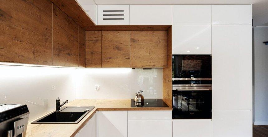 kuchnia-na-wymiar-biala-drewniana-bialy-panel-6