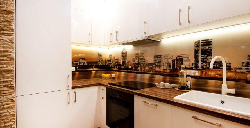 kuchnia-na-wymiar-biala-drewniany-blat-2