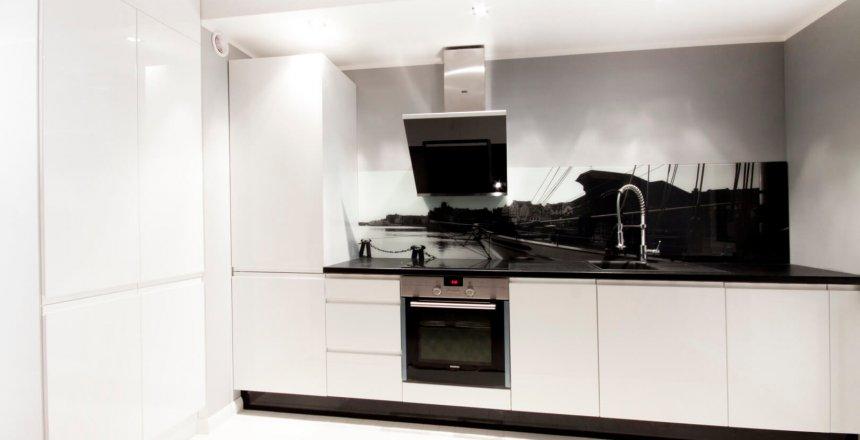 kuchnia-na-wymiar-biala-lakierowana-retro-panel