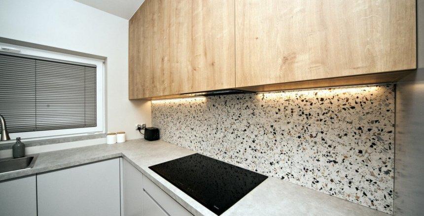 kuchnia-na-wymiar-biala-panel-mozaika-3