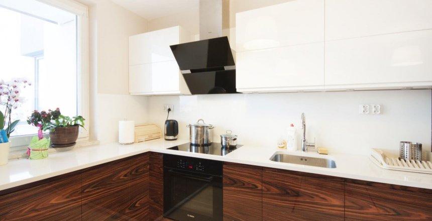 kuchnia-na-wymiar-bialo-ciemna-bialy-panel-2