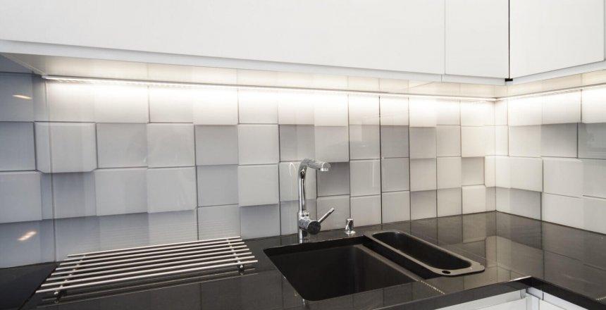 kuchnia-na-wymiar-bialo-czarna-panel-kafelki-1