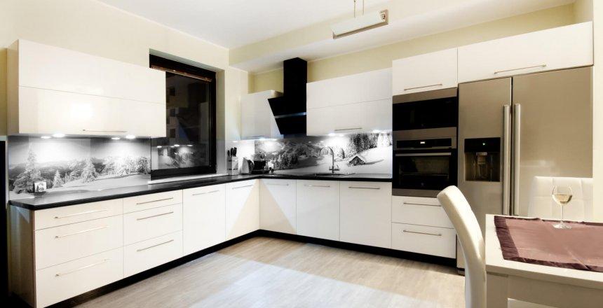 kuchnia-na-wymiar-bialo-czarna-zimowy-panel-1