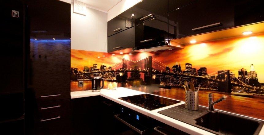 kuchnia-na-wymiar-czarna-ognisty-panel-2