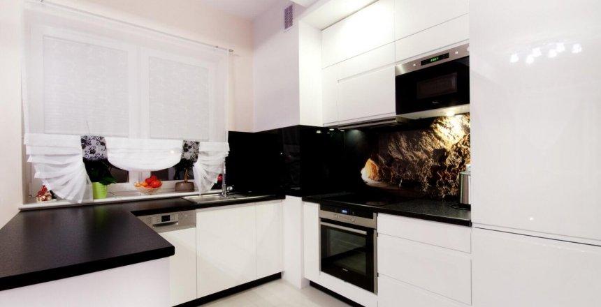 kuchnia-na-wymiar-czarno-biala-panel-ryba-2