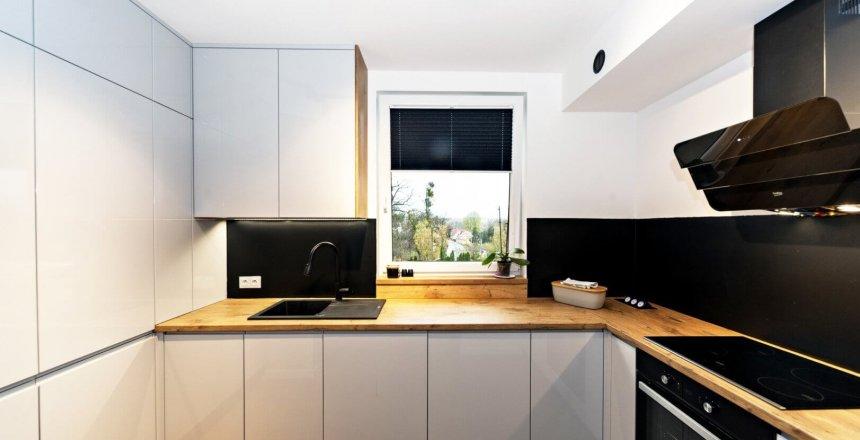 kuchnia-na-wymiar-czarny-panel-2