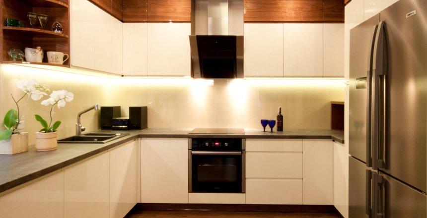 kuchnia-na-wymiar-kremowa-kremowy-panel-1
