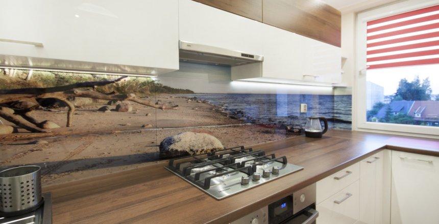 kuchnia-na-wymiar-kremowa-panel-morze-1