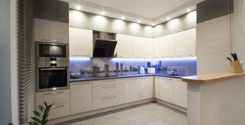 kuchnia-na-wymiar-kremowa-panel-retro-1