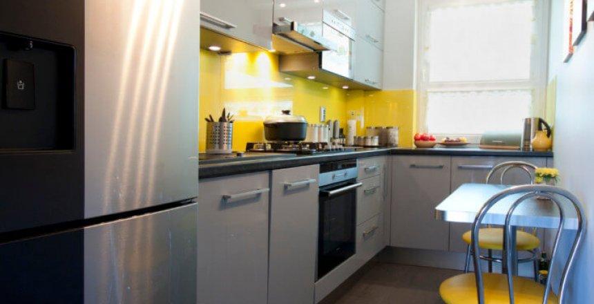 kuchnia-na-wymiar-szara-zolty-panel